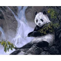 Панда с бамбуком