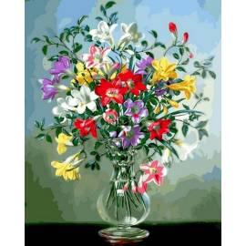 Полевые цветы в стеклянной вазе