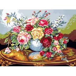 Розы на резном столе