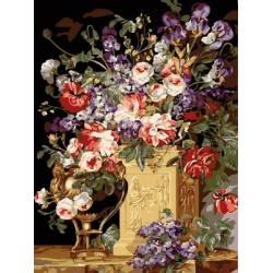 Цветы в золотой вазе