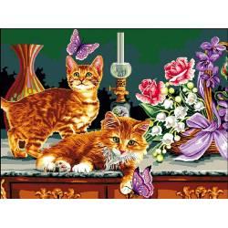 котята и корзинка цветов
