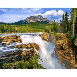Водопад в чаще леса
