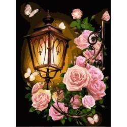 Розовые розы и фонарь