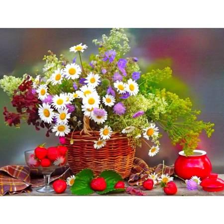 Букет полевых цветов в корзине