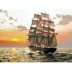 Корабль на закате солнца
