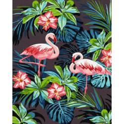 Фламинго на фоне цветов