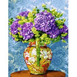 Яркие цветы в вазе