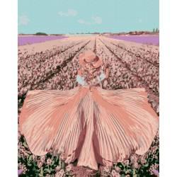 Девушка в поле тюльпанов