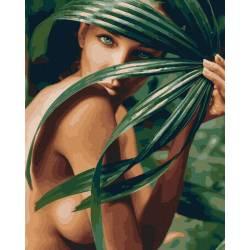 Девушка в пальмовых листьях