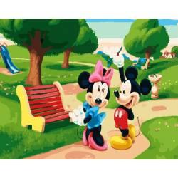 Микки Маус на прогулке