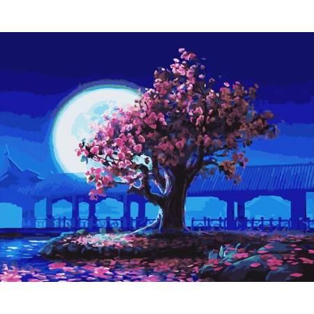Розовое дерево на фоне луны