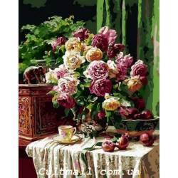 Бордовые розы и гранаты