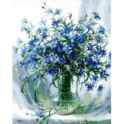 Васильки в стеклянной вазе