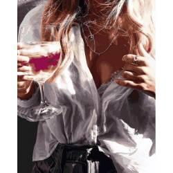 Девушка и бокал шампанского