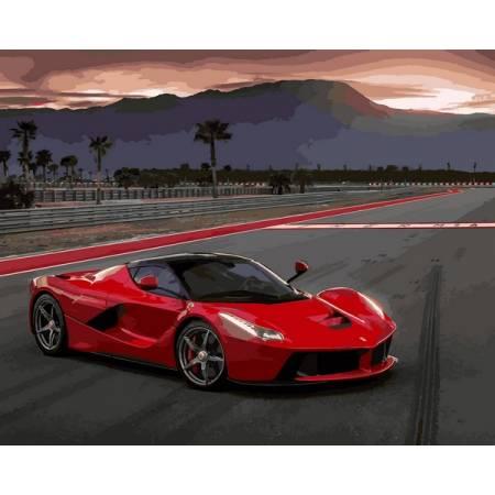 Красная машина на дороге